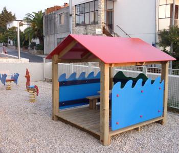 """Kućica sa dekorativnom ogradom """"more"""""""